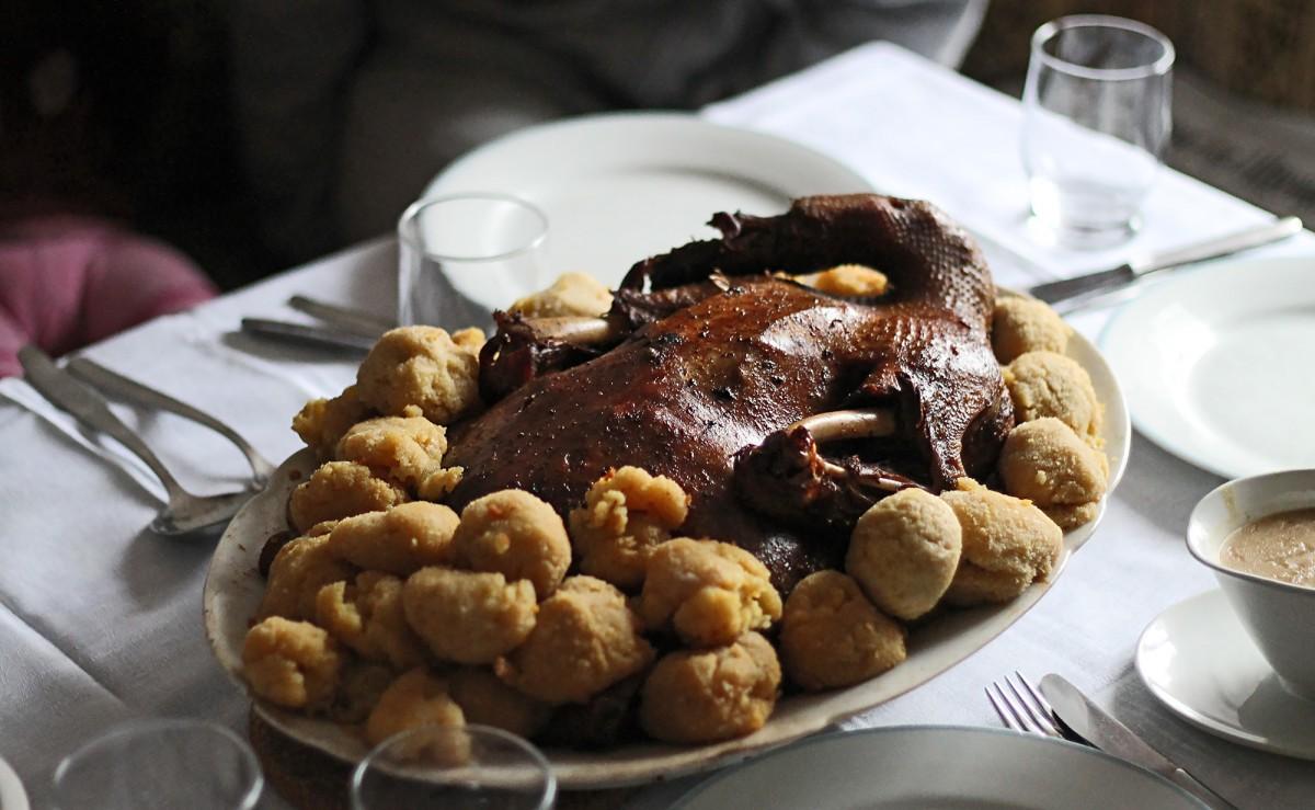 Weihnachtsgans mit Kartoffelbällchen